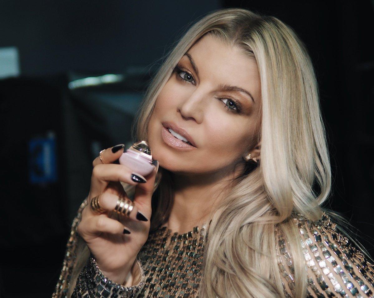 luvv u @eos, thank u for this new Crystal lip balm ???????????????? #eos #ad https://t.co/MNFao9vrBU