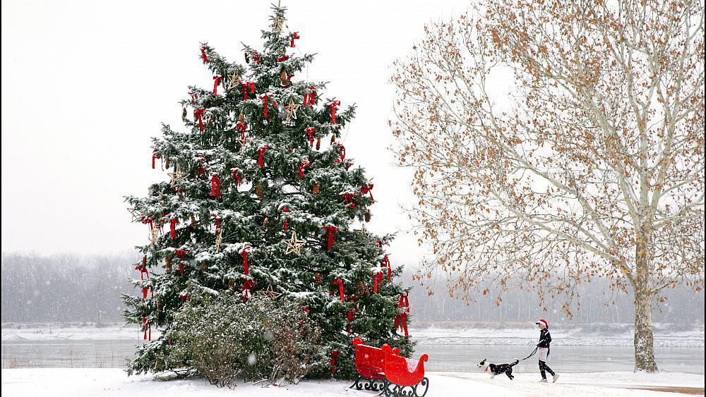 Winter storm sweeps across U.S. ahead of white Christmas