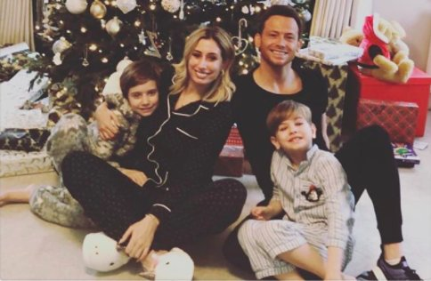 We LOVE this snap of @StaceySolomon and @JoeSwashTV's cosy family Christmas