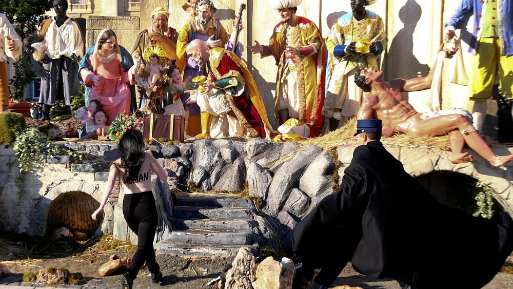 Topless Femen activist tries to grab baby Jesus from Vatican nativity