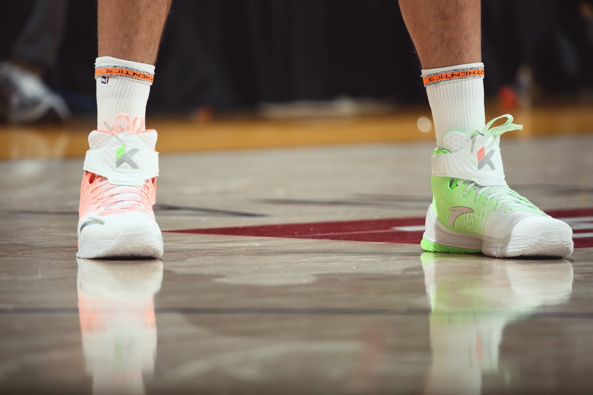 """Klay thompson in the anta kt3 """"christmas"""" vs. cleveland - scoopnest.com"""