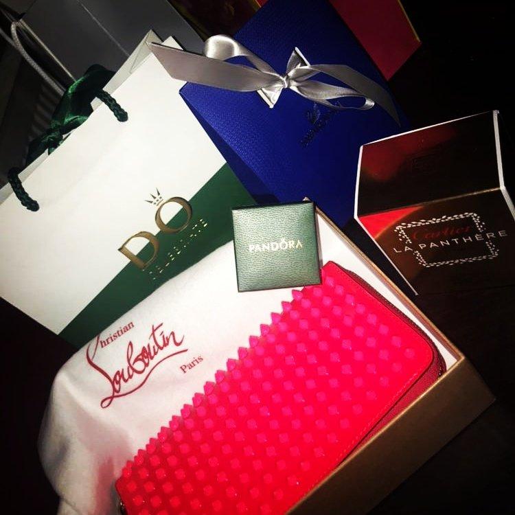 #Spoiled this #Xmas #Louboutin 👛 #Cartier 💦 #Swarovski 💎 #Pandora 👑 HA16b8Qw2u