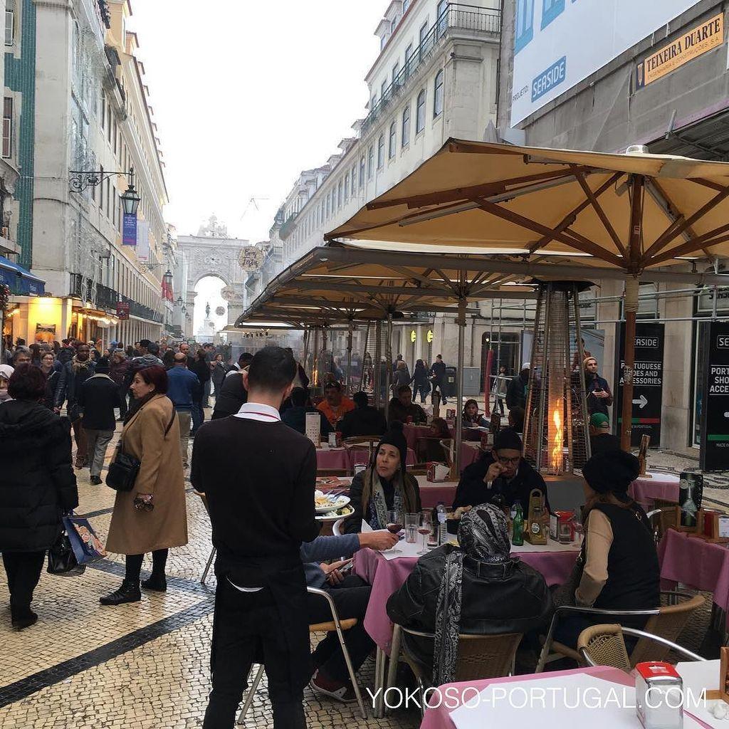 test ツイッターメディア - 例年ほとんどのお店が閉まってしまうクリスマス。今年は空いているレストランやカフェが多くなってきました。 #リスボン #ポルトガル https://t.co/5EsYASeO6H