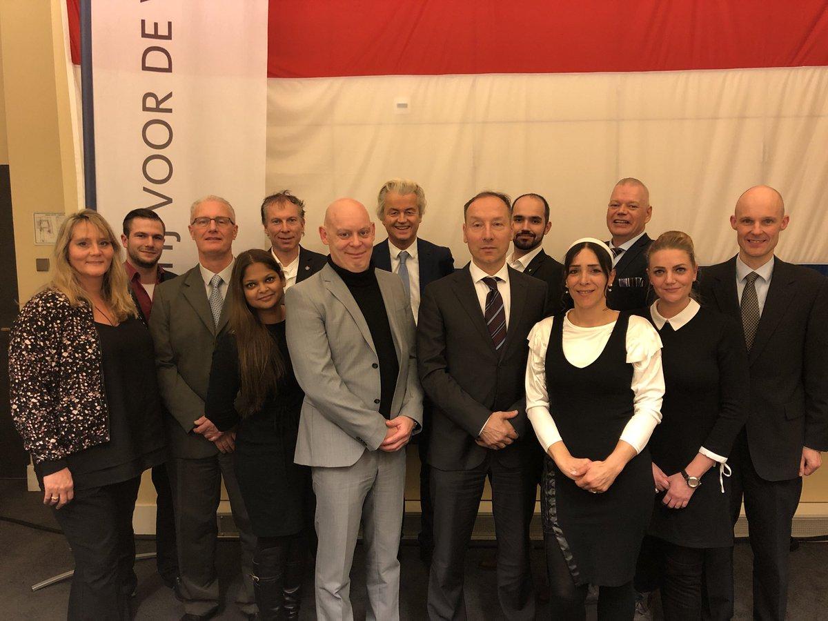 test Twitter Media - Onze PVV-helden in Rotterdam!!  Zij gaan Rotterdam weer teruggeven aan de Rotterdammers! #StemPVV  Klik hier voor de namen: https://t.co/7v5I6LhMqe https://t.co/sG4abc9qZ9