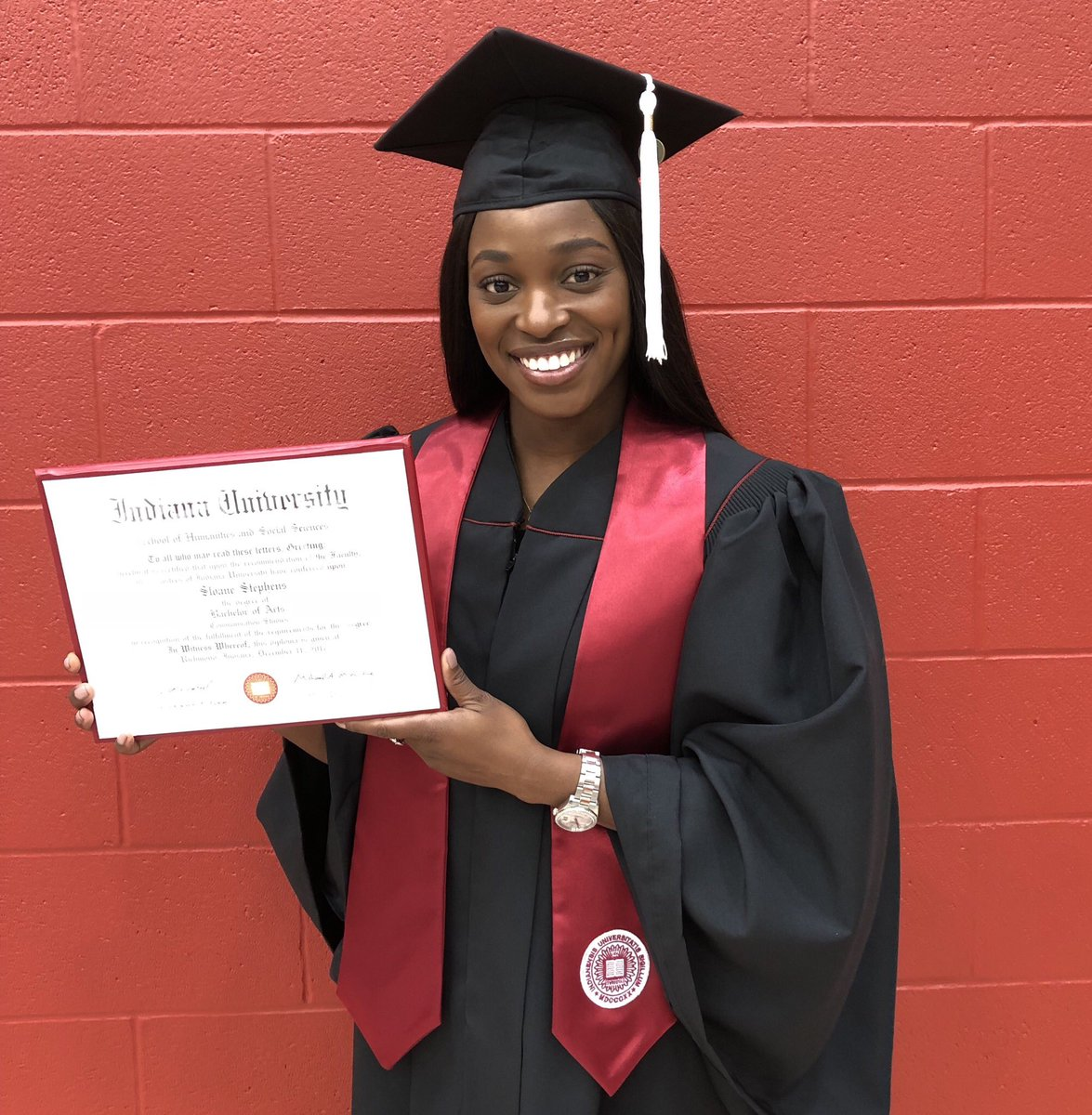 RT @SloaneStephens: Indiana University East Class of 2017 🎓♥️ Made my grandparents proud this morning! https://t.co/nZKeH7CgpV