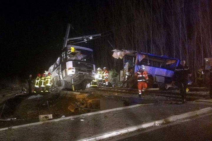 @BroadcastImagem: Choque entre trem e ônibus no sul da França mata quatro crianças. (Matthieu Ferri/France Bleu/AP