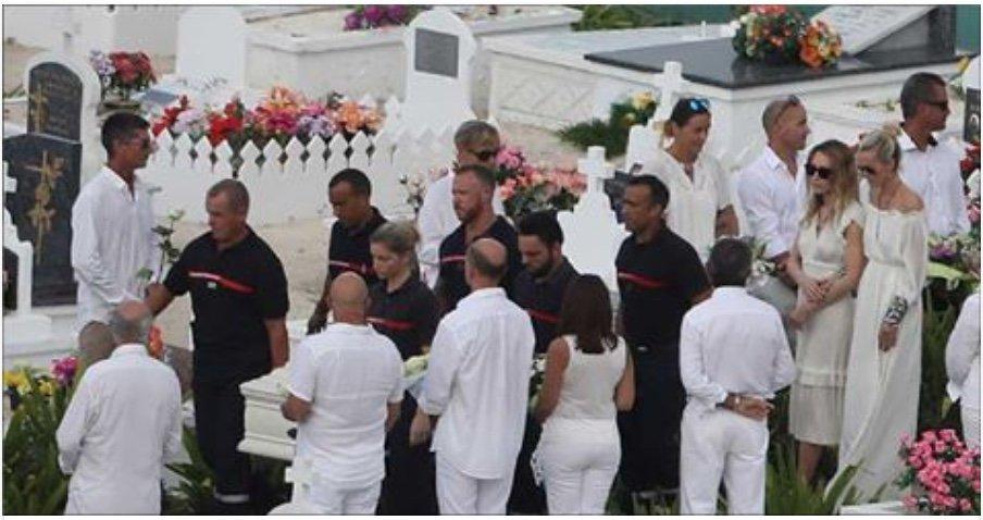 La Famille De Johnny N'aurai Pas Payé Les Frais De Son Obsèque, Voici Les Raisons >  https://t.co/uPmS17Ie6N https://t.co/WMYUZhMZca