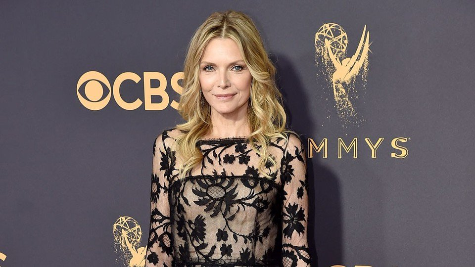 Michelle Pfeiffer is Impossibly Ageless on the 2017 Emmys Red Carpet https://t.co/cfTp2rRr3l https://t.co/6pNcw8072c