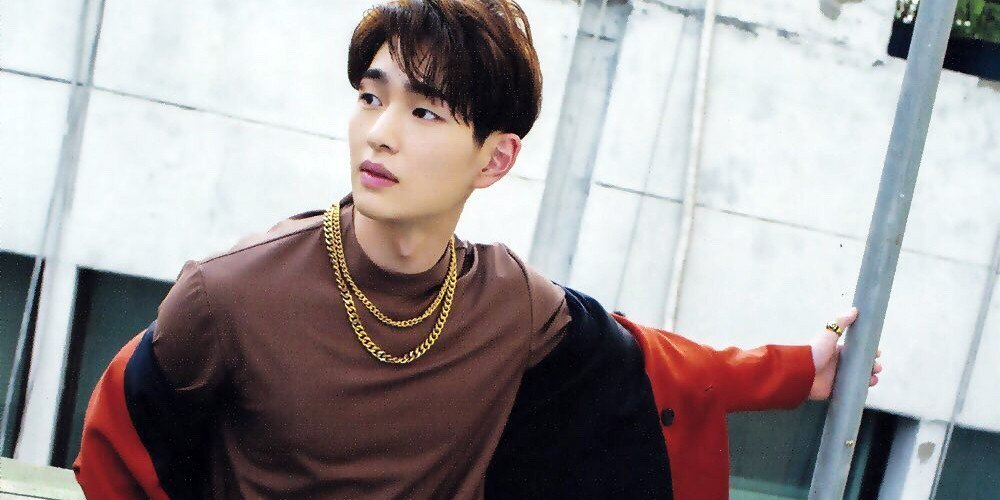 Ha Sung Woon runs into EXO's K shinee's