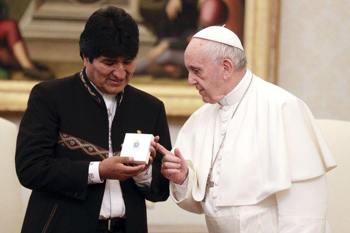 @BroadcastImagem: Papa Francisco recebe o presidente da Bolívia, Evo Morales, em audiência privada no Vaticano. Gregorio Borgia/AP