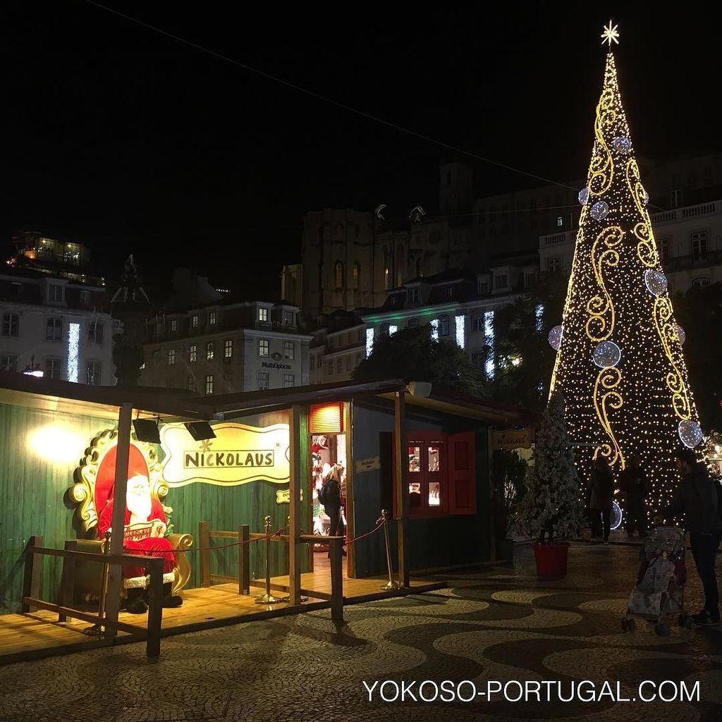 test ツイッターメディア - リスボン、ロッシオ広場のクリスマスツリーとサンタクロース。 #リスボン #ポルトガル https://t.co/2RnOpTmCeN