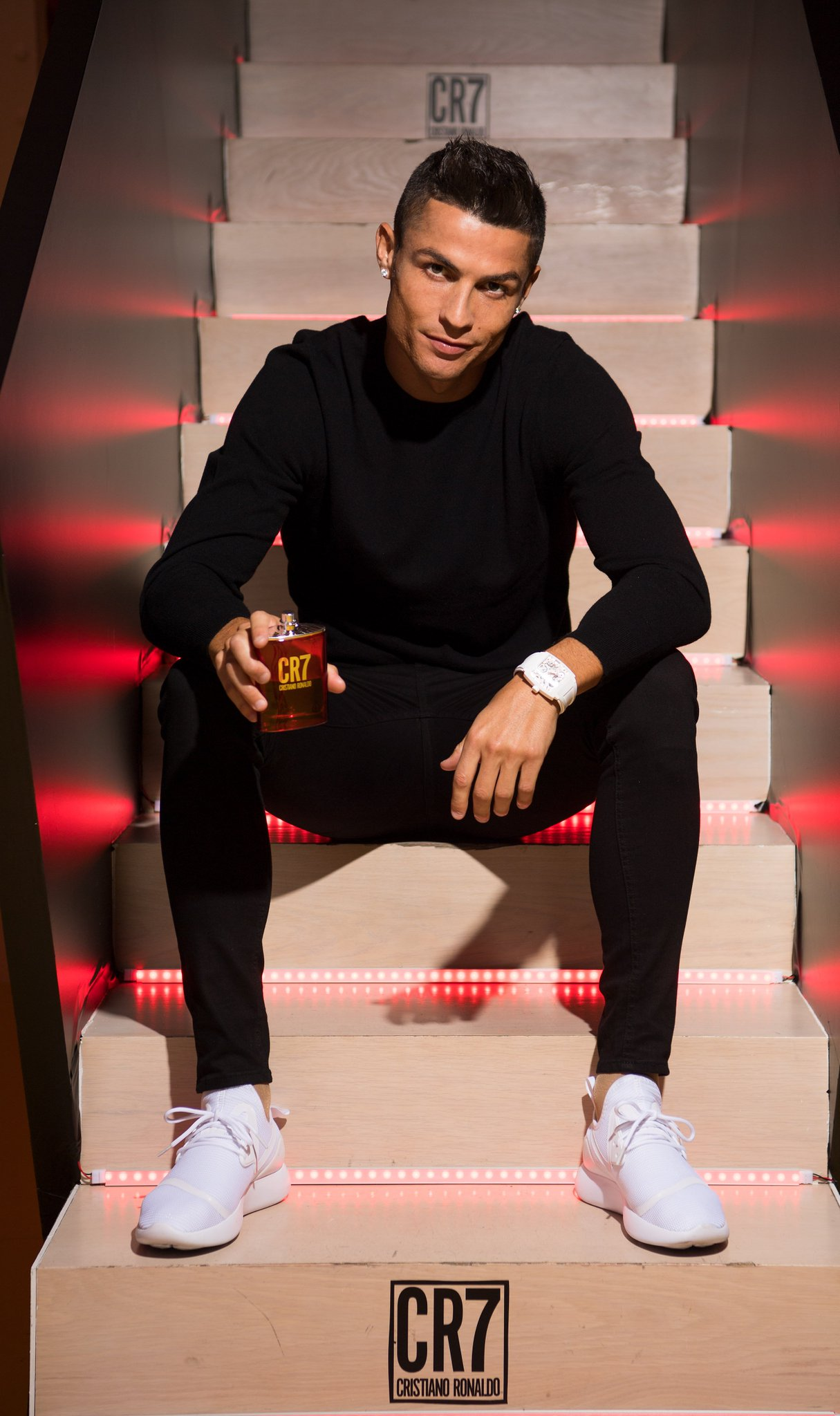 My new #CR7Fragrance one of my favourite presents to give my friends and family this Christmas! �� https://t.co/2rAwJXQVCI