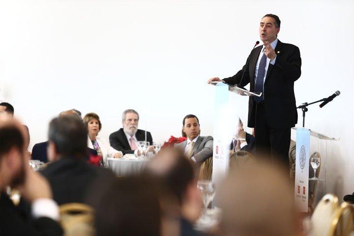 @BroadcastImagem: Luís Roberto Barroso ministra palestra na Associação Comercial do Rio de Janeiro. Fábio Motta/Estadão