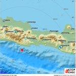 powerful #earthquake (#gempa) shakes Java, Indones...