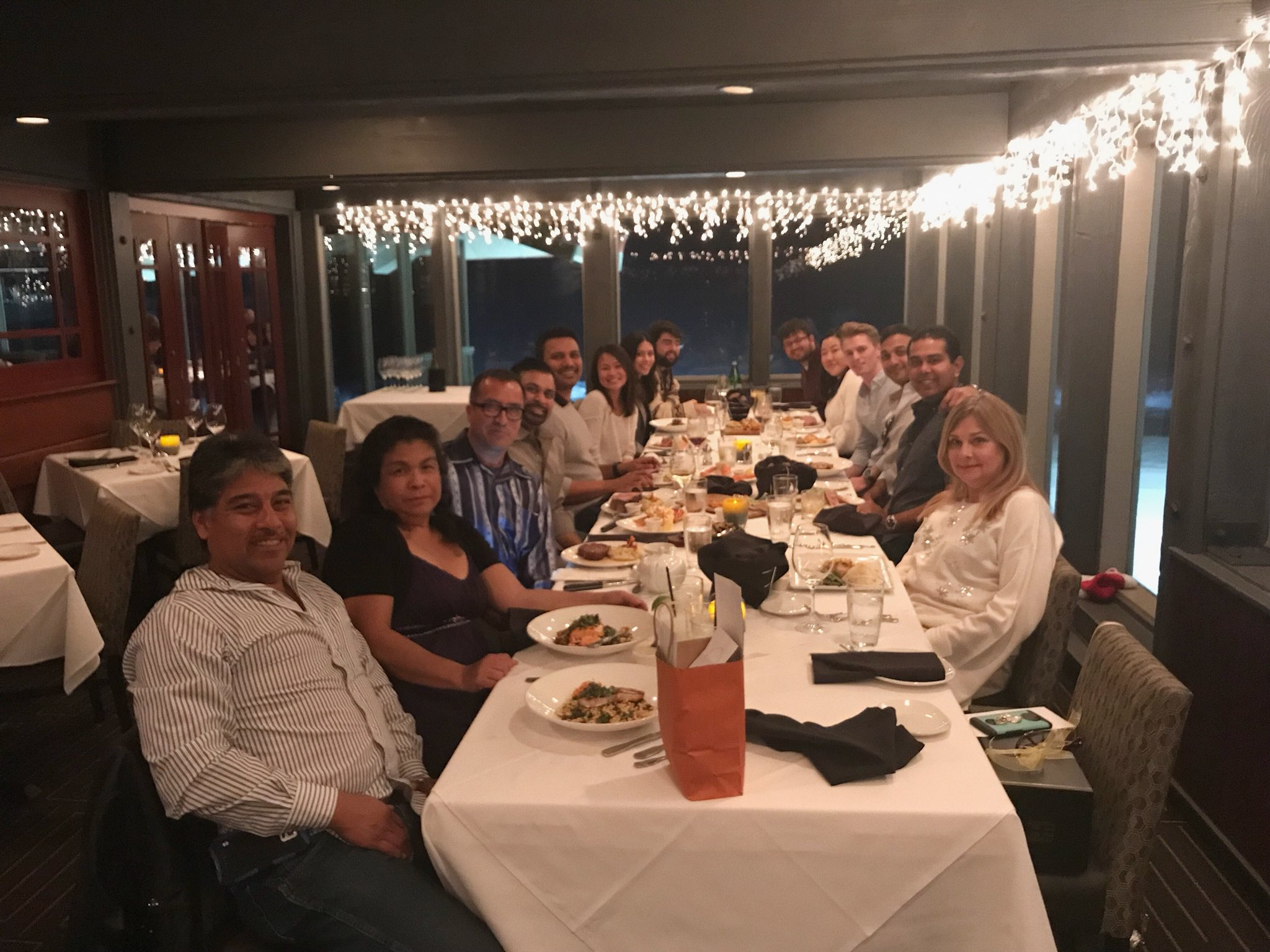 Happy Holidays everyone! From our best team #HEteam #holidays #dinner https://t.co/PSM7gkcmFg