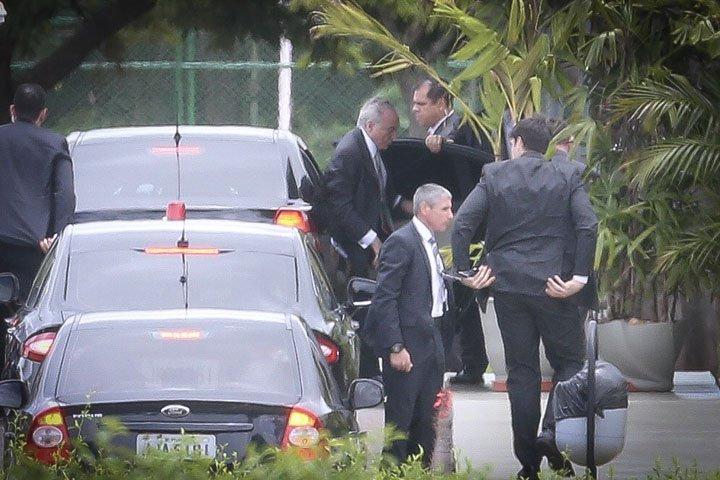 @BroadcastImagem: Temer chega ao Jaburu, em Brasília, após receber alta do hospital Sírio-Libanês. Dida Sampaio/Estadão