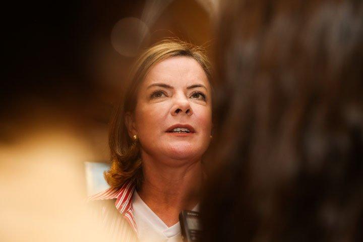 @BroadcastImagem: Gleisi Hoffman fala à imprensa após da reunião do Diretório Nacional do PT em SP. Patrícia Cruz/Estadão