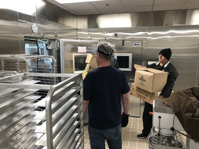 The move is underway! #UISedu Food Service is moving food and equipment into the new @UISUnion today. https://t.co/sN0cTNjwPj