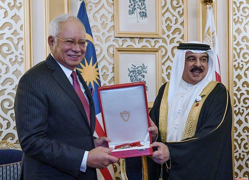 Najib receives Bahrain's highest award