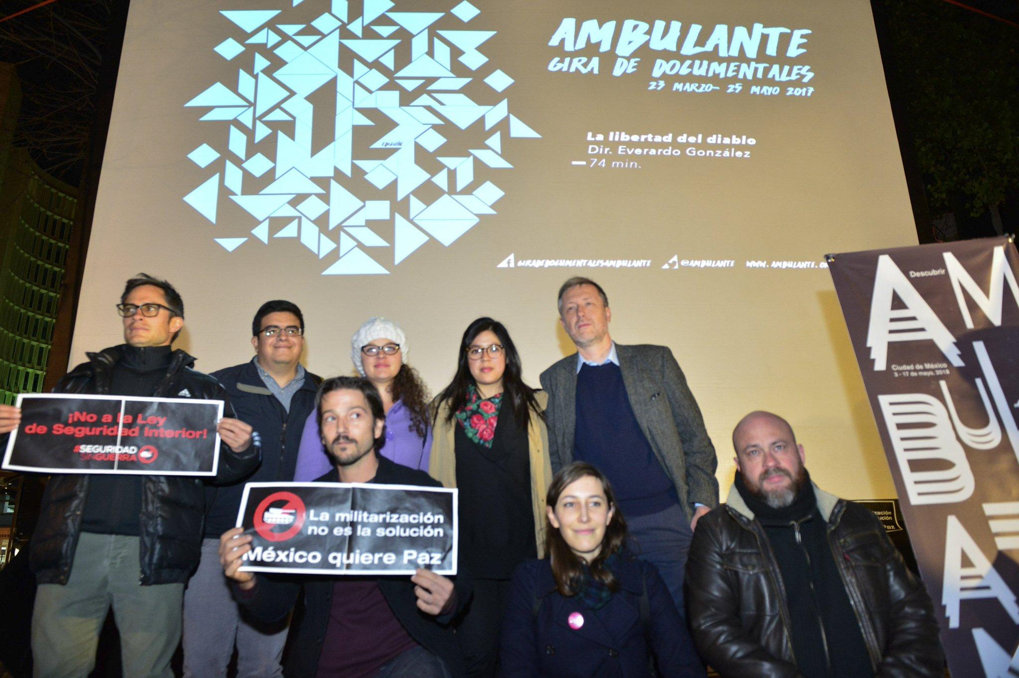 ▶️ @diegoluna_ y @GaelGarciaB piden a @EPN vetar #LeydeSeguiridadInterior https://t.co/5nOcoaJezz https://t.co/uP3cVJWMDc