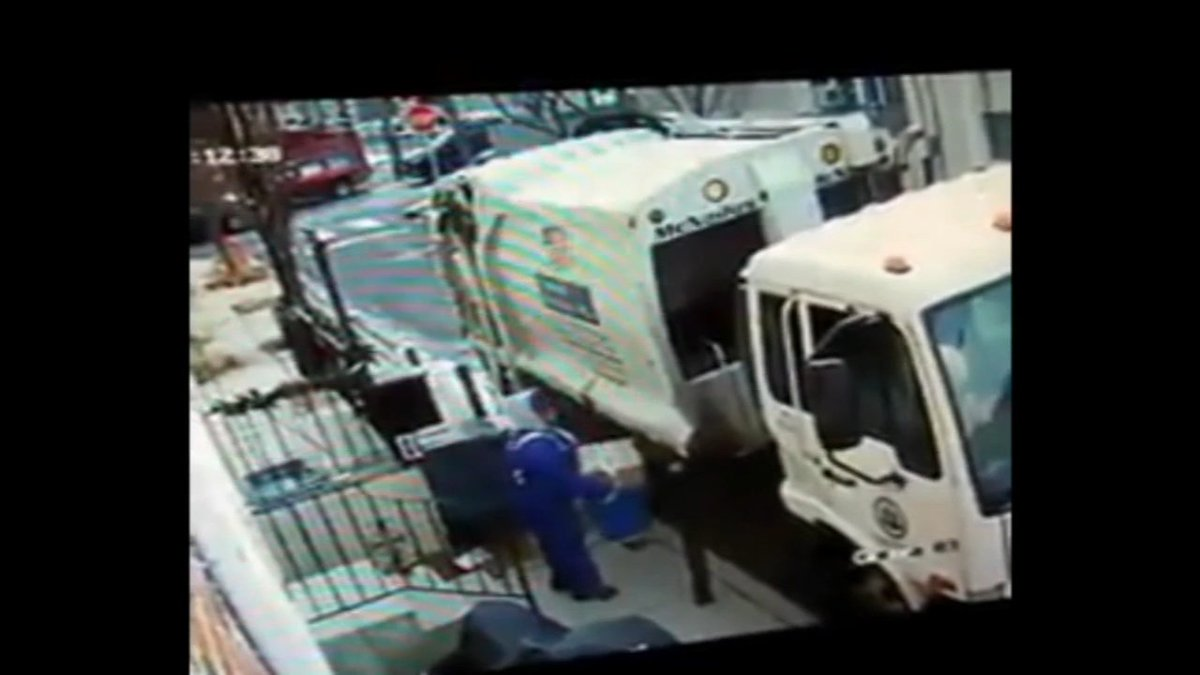 Video shows Philadelphia sanitation worker stealing package https://t.co/CXSBebp2cp https://t.co/SP3EFrCCIi