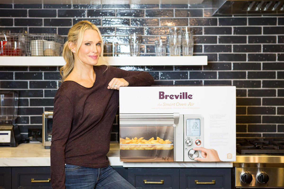 👩‍🍳 💫 The last #giveaway is certainly not the least! Head on over to Instagram to see how to enter to win this @brevilleusa oven. I've had so much fun sharing all of these goodies with you for #MollysMerry12DaysofGiveaways! Can't wait to do this again! https://t.co/Ae808mwfLB https://t.co/y7esYHbLX4