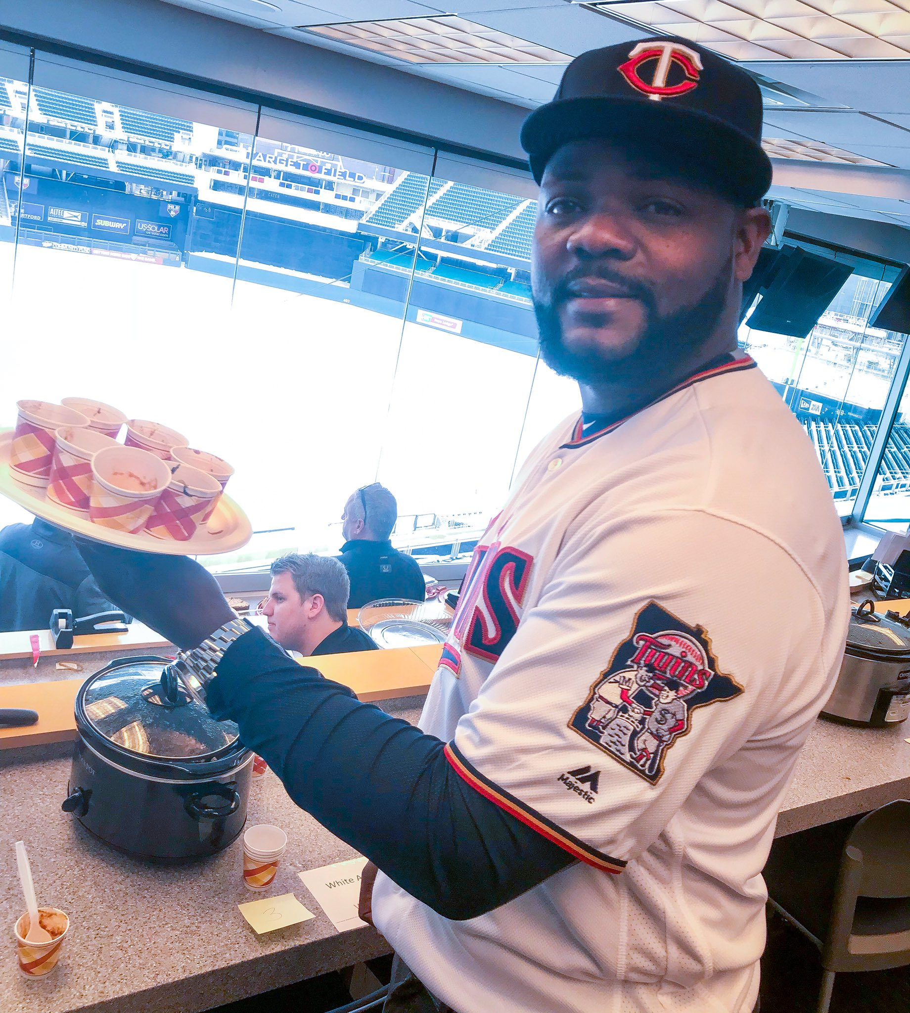 First day on the job, @F_Rodney56 judges the office chili cook-off! #MNTwins https://t.co/fFZA6vbyuy