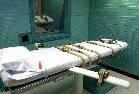 Exigen pena de muerte para hombre que torturó y asesinó a niño por creerlo #homosexual https://t.co/JQXoMaRoYf  #EU https://t.co/Xe3Z5ctaQ4