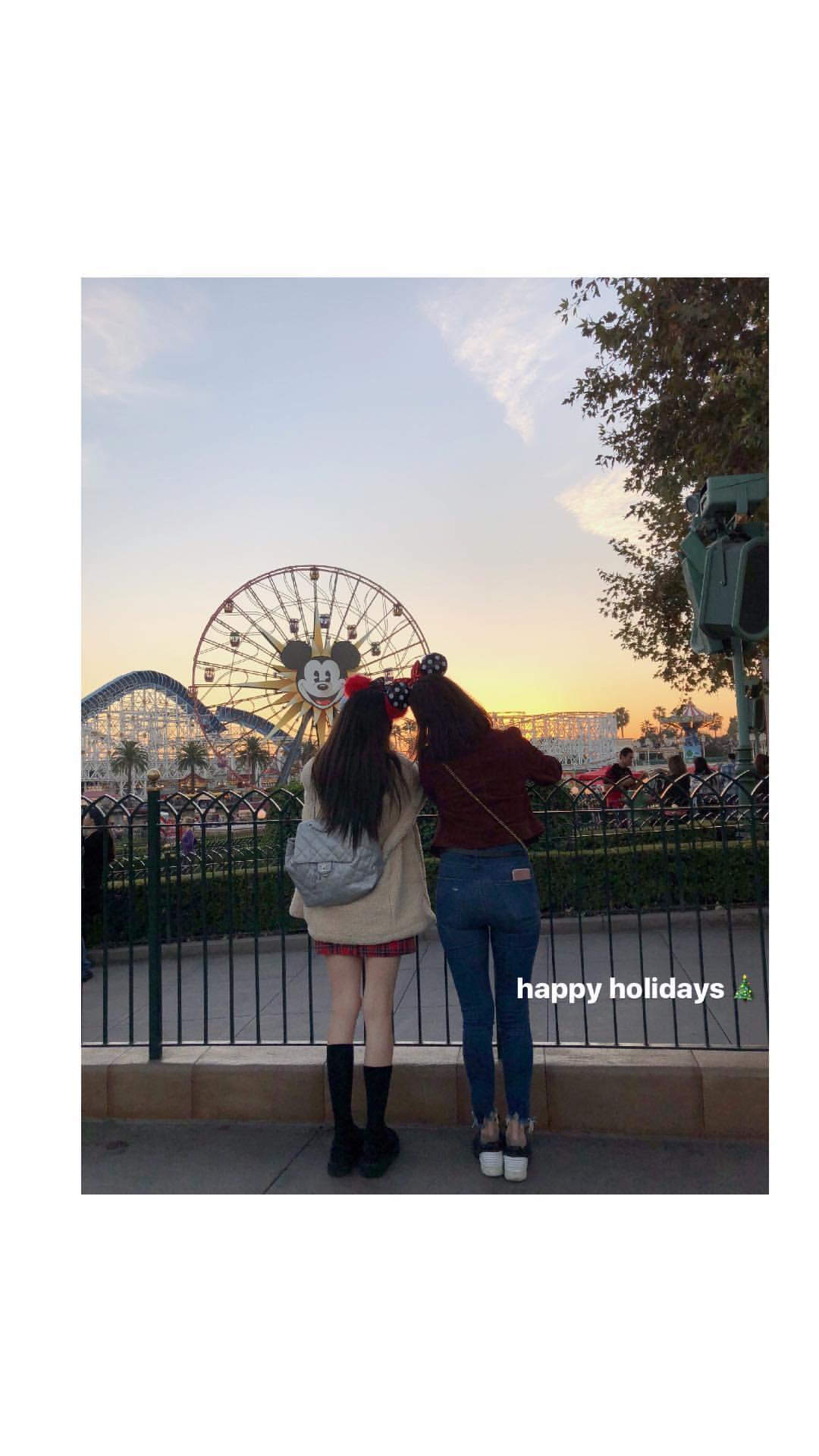 [INSTAGRAM STORY] xolovestephi: happy holidays �� https://t.co/VWi5KvhUzK https://t.co/Ad1uaHPCPx
