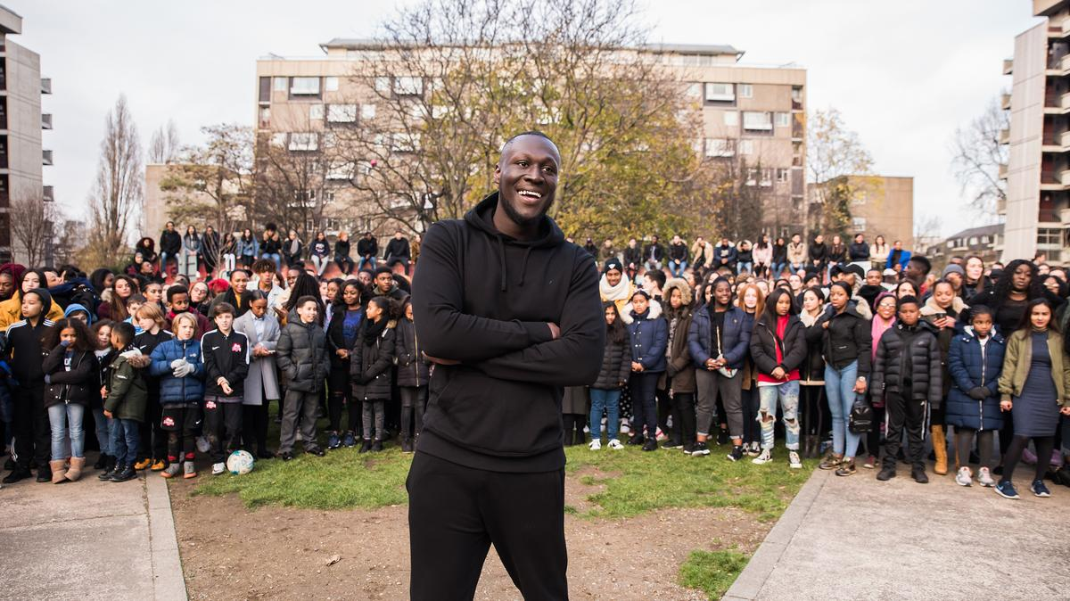 take a look behind the scenes of the new stormzy video https://t.co/AHAiETZzJ1 https://t.co/oG2t0sR7yY