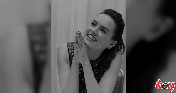 ▶️ VIDEO | #DaisyRidley se sabe el comienzo de #StarWarsTheLastJedi en un kazoo 😍 https://t.co/KsGaQ9KKch https://t.co/Jb4Sw6zB3t