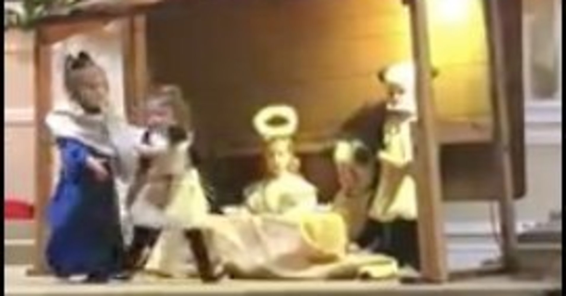 Little sheep goes rogue at nativity scene, sparks tussle at the manger https://t.co/ps5G2PsUVP https://t.co/re4Y01E2mI
