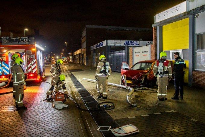 Schiedam; Automobilist gevlucht na flinke aanrijding https://t.co/fcqsc2IfEV https://t.co/6dkQKPAyIZ