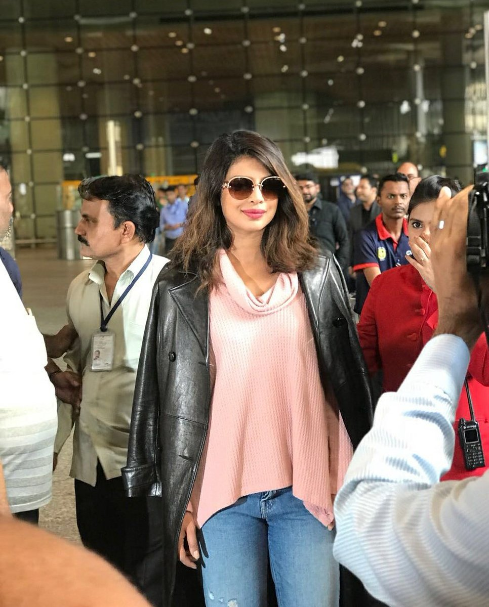 Welcome back @priyankachopra happy to see you back in the bay #HappyHolidays #mumbai h ...