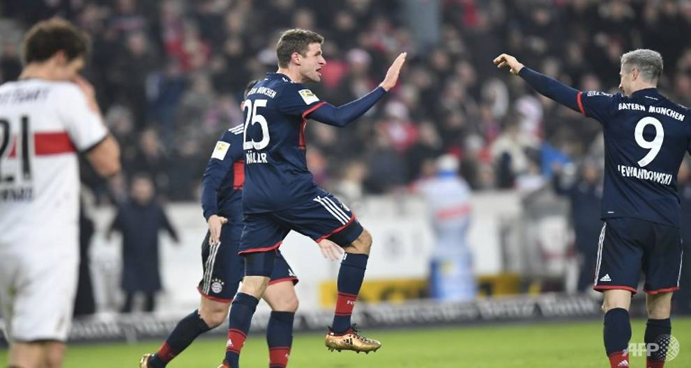 Mueller fires Bayern 11 points clear