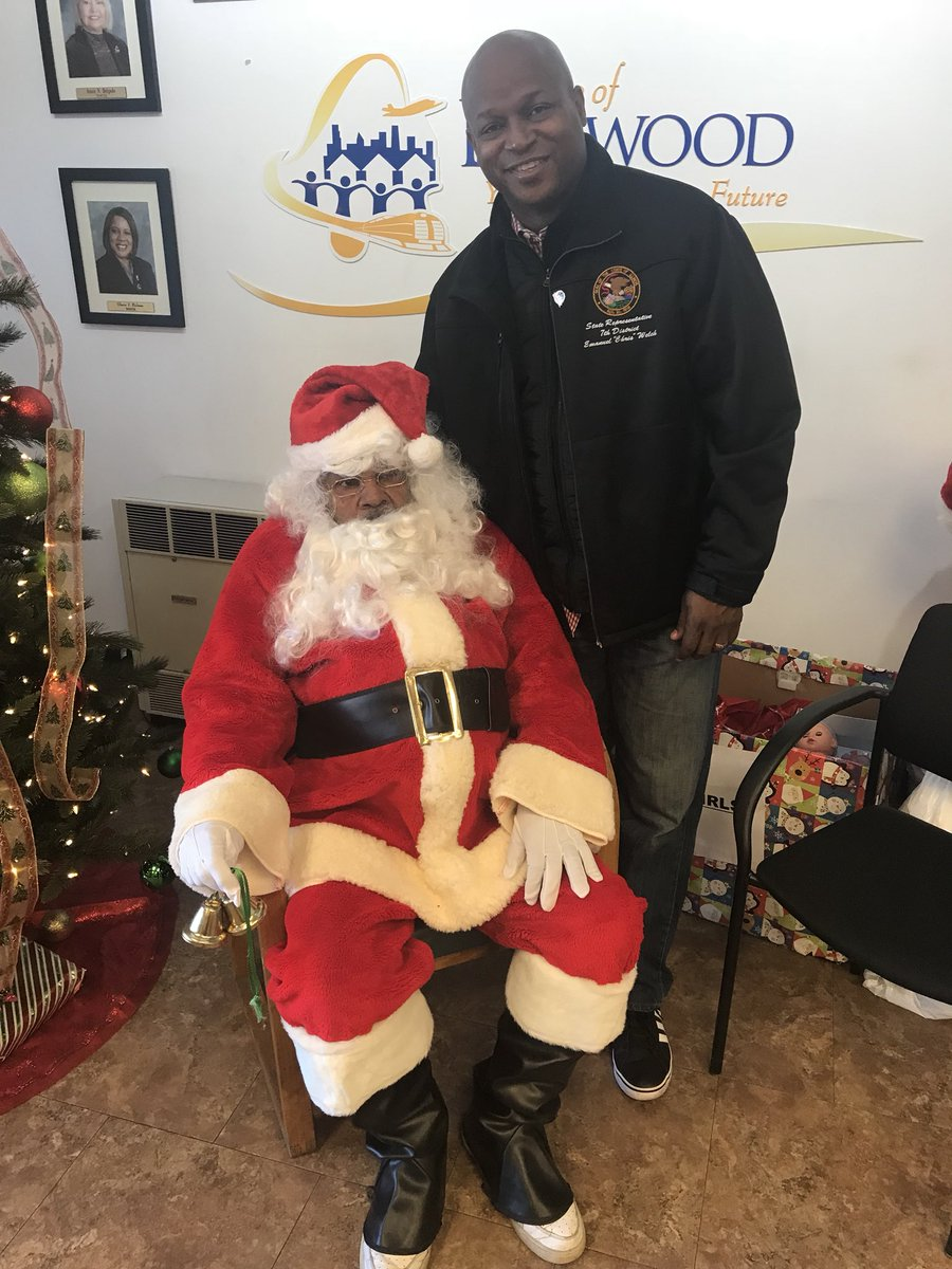 test Twitter Media - Enjoyed spending my morning in Bellwood with Santa, Mayor Andre Harvey, Clerk Janel Moreland-Pruitt, and the entire Board of Trustees helping to provide food and toys to low income families for the holidays.  #SeasonofGiving https://t.co/39r8xOy0xz