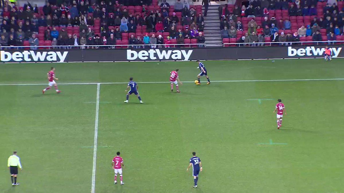 Everton loanee Kieran Dowell scores another stunner for Nottingham Forest 👏👏👏 (via @Channel5Sport) https://t.co/o6makEPr7v