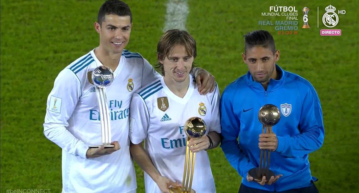 RT @MartinoliCuri: Jonathan Urretaviscaya junto a un tal Cristiano Ronaldo y un tal Luca Modric. https://t.co/zpeWw8jAn6