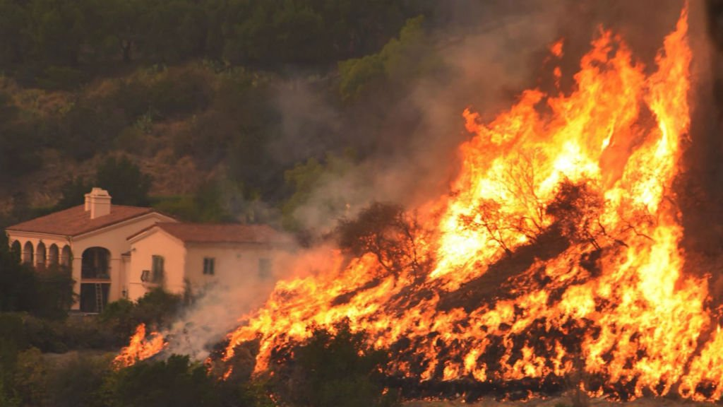 Residents flee as Thomas Fire approaches California enclave
