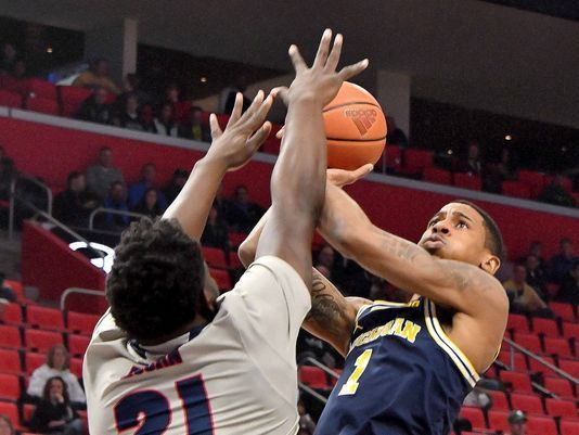 Matthews' 20-point outing for UM comes with heavy heart