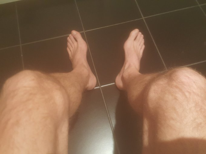 RT @garygazzed2: Morning feet and arse lovers 😁😁 https://t.co/xNM3NWdCPO