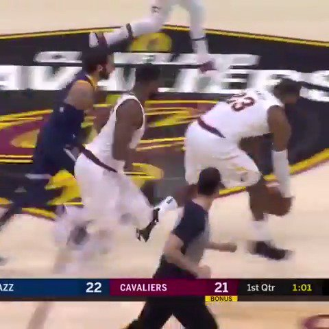 LeBron records his 5th triple-double of the season in @cavs home win! https://t.co/AyMm5BUo5T
