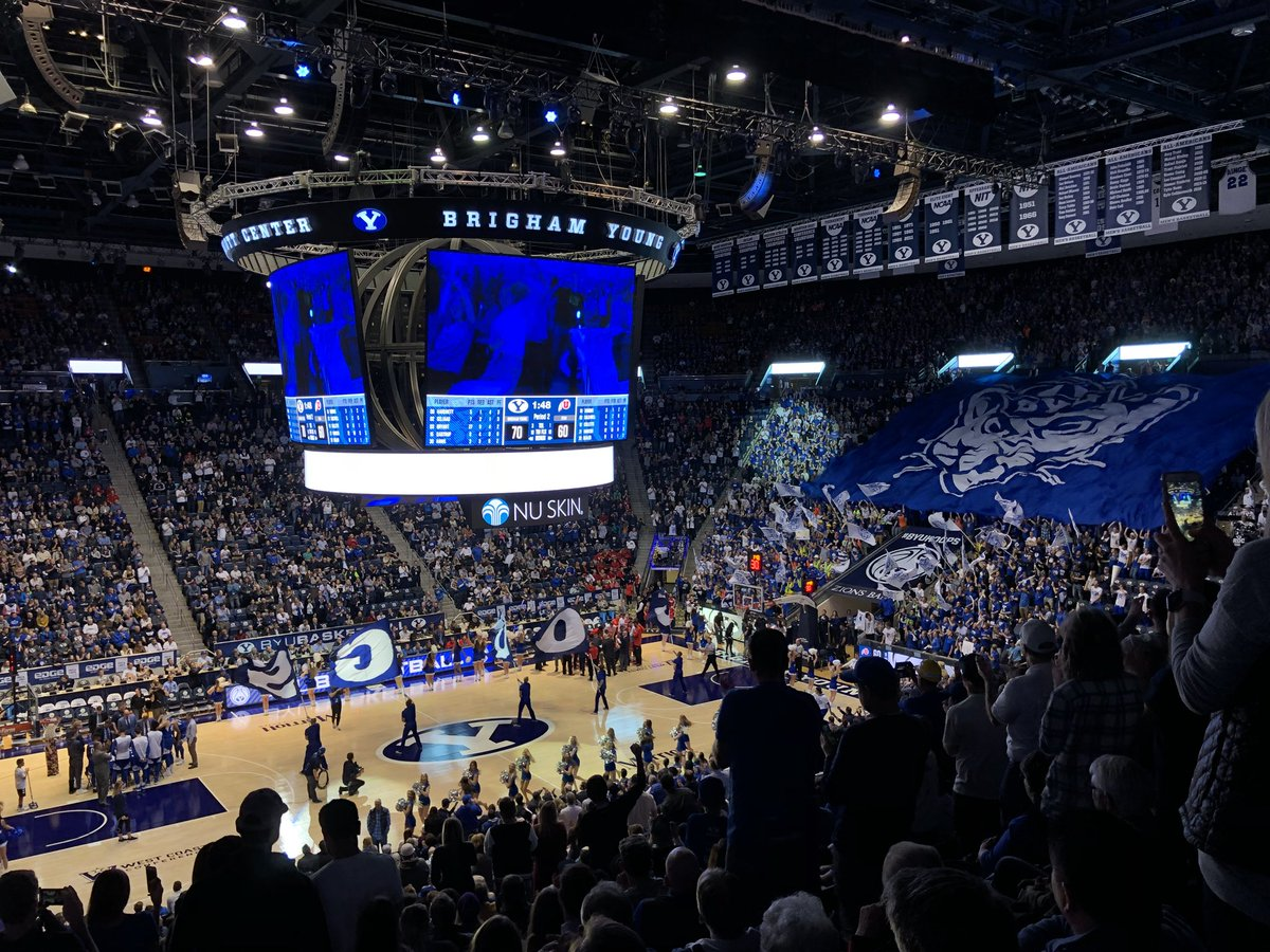 A special night at the Marriott Center! #GoCougs #BYUvsUtah https://t.co/PH0IFYq9ex