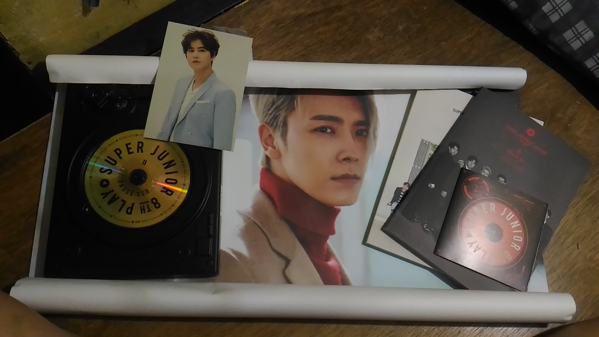 Only opened my Pause album today and look who we have here~ ���� #8jib #SuperJunior @GaemGyu @donghae861015 https://t.co/hlhVxuMfD1