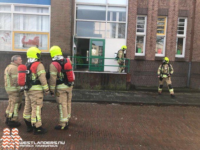 Mogelijk poging tot brandstichting bij schoolgebouw Fenacoliuslaan https://t.co/aMaAcWkkJi https://t.co/tI7yKCnmJi
