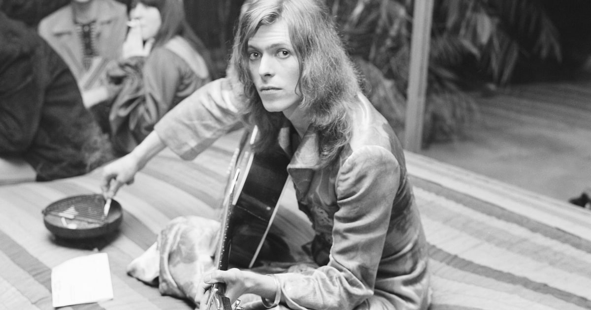 David Bowie's 'Hunky Dory' turns 46 today. Check out our 2016 feature on the album https://t.co/eRjatKicBV https://t.co/qAkRGezRA0