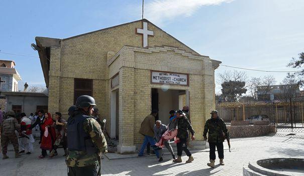 Huit morts dans un attentat de l'EI en pleine messe dans une église au Pakistan