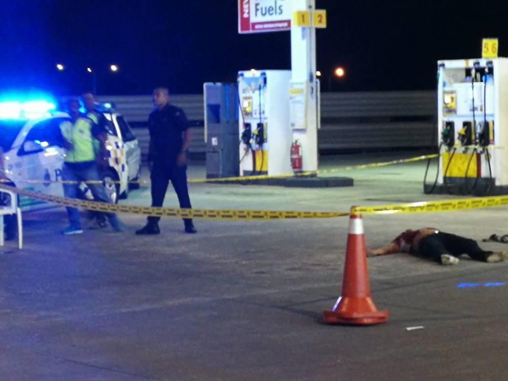 Lelaki maut ditikam, digilis di stesen minyak