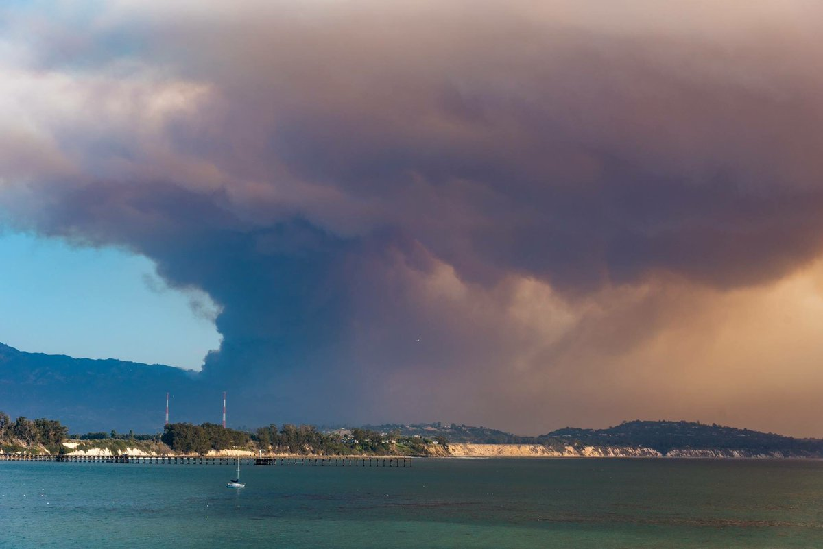 #thomasfire — the view from #UCSB on Saturday, Dec. 16. https://t.co/nYkBXenxMM