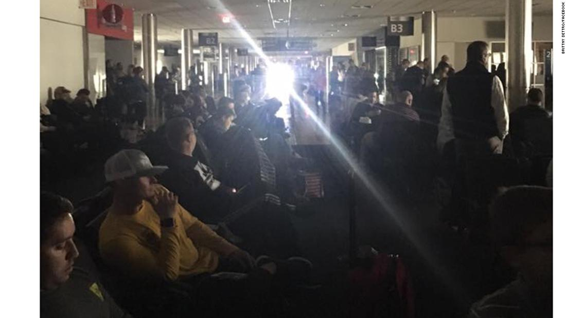 Power outage cripples Atlanta's Hartsfield-Jackson airport